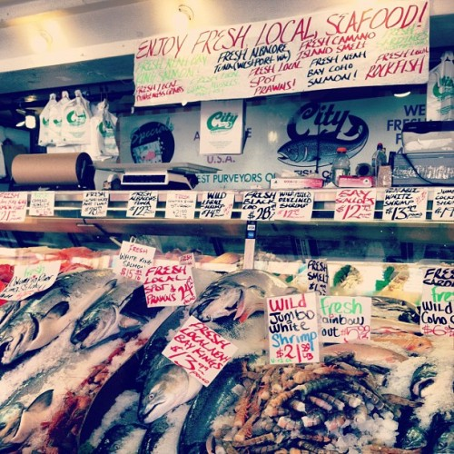#seattle #fish (Taken with Instagram at Pike Place Fish Market)
