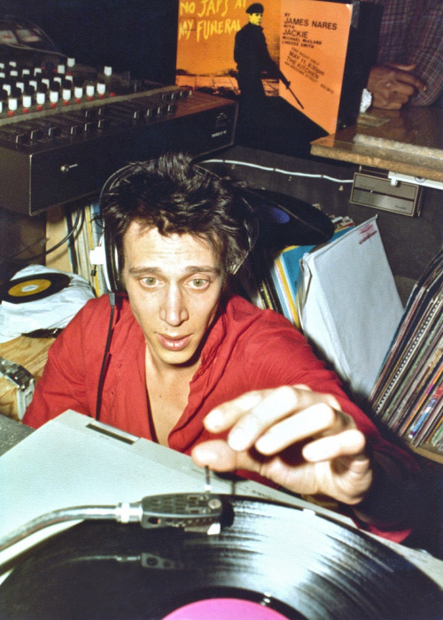 zombiesenelghetto:  Richard Hell, DJing at the Mudd Club NYC, circa 1981