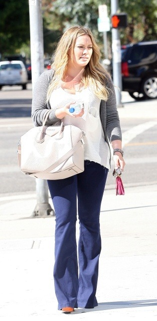 Hilary Duff 1mb via lazygirls.info