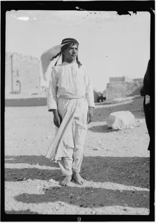 A 1930′s Bedouin youth in Palmyra, in present-day Syria. IMAGE SOURCE