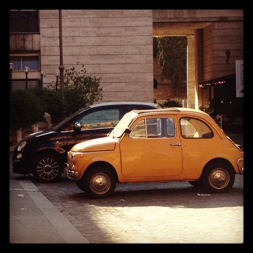 #photoadayaug #day23 #pair #fiat500 #old and #new #italy #rome #yellow #cars  (Taken with Instagram)