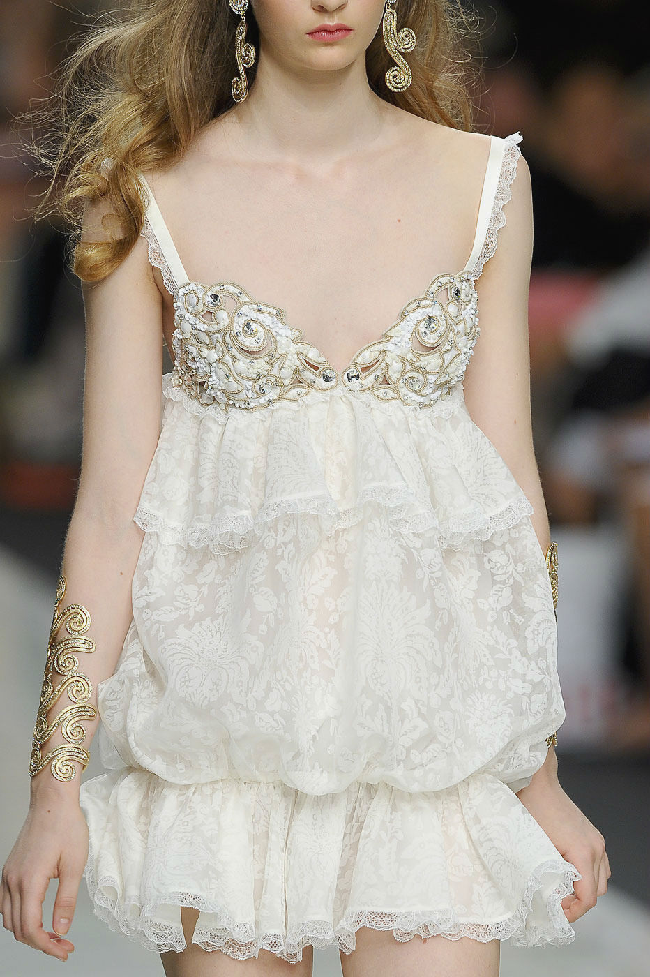 parischiccouture:  Roccobarocco Milan Spring 2012 White Dress