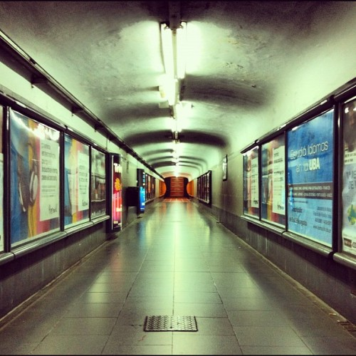 Túnel #subteB #tribunales (Taken with Instagram)