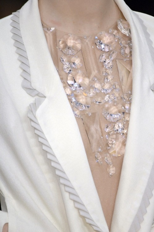 icy-fashion:  VIKTOR & ROLF SPRING 2007