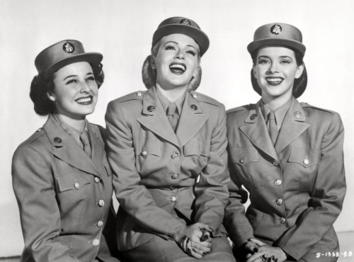 Lana Turner, Susan Peters & Laraine Day - 'Keep Your Powder Dry' - 1945 http://www.allocine.fr