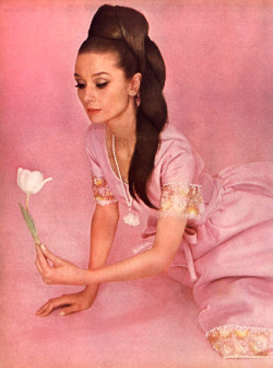 cloak-and-stagger:  Audrey Hepburn in Vogue,1964
