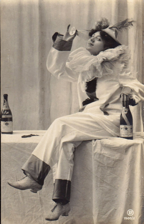 If you have to wear a Pierrot costume…wear champagne while you do it!