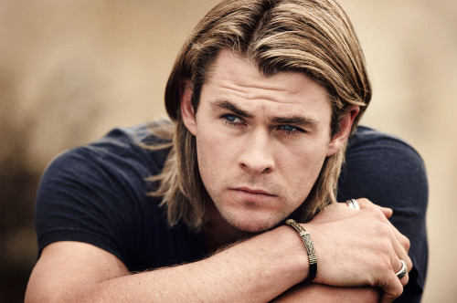 92/100 Pictures from Chris Hemsworth