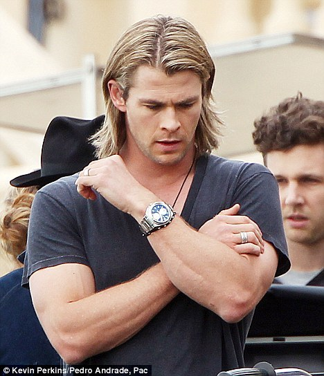 94/100 Pictures from Chris Hemsworth
