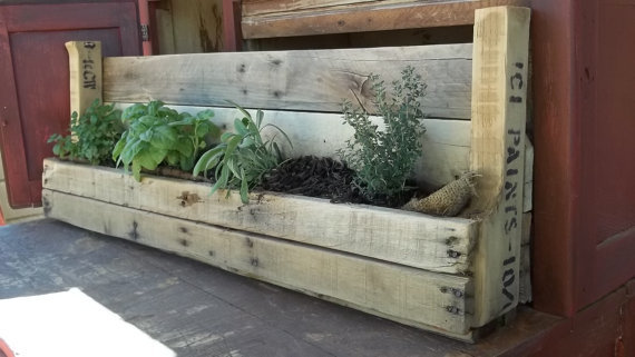 (via Recycled Pallet Planter by buckeyerestoration on Etsy)