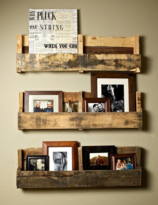 (via DIY Ideas / Recycled Pallet Shelves)