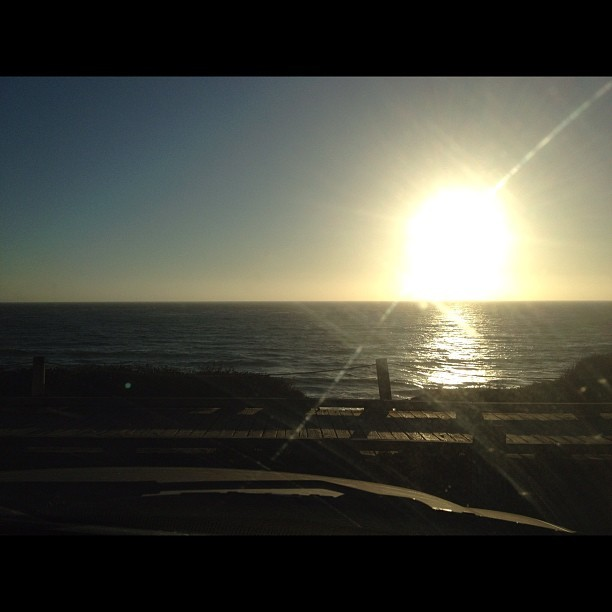 Small pit stop at Moonstone drive, Cambria. Watching the sunset. 😊 (使用Instagram拍摄)