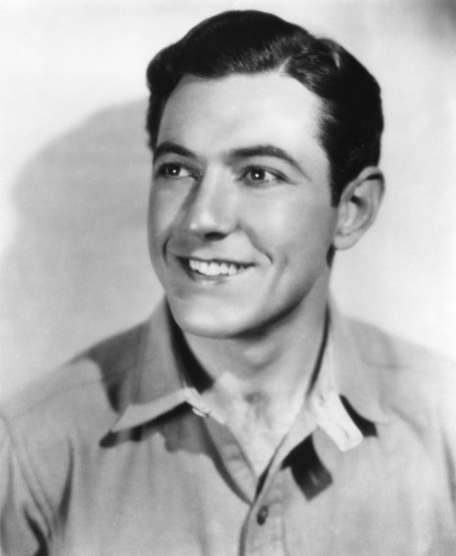 Happy birthday Johnny Mack Brown (September 1, 1904 - November 14, 1970) (How can you not feel at least a little bit happier looking at that face? Aww!)