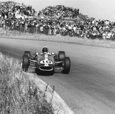 what we miss … natural grandstandsDan Gurney, AAR Eagle-Climax T1G, 1966 Dutch Grand Prix, Zandvoort