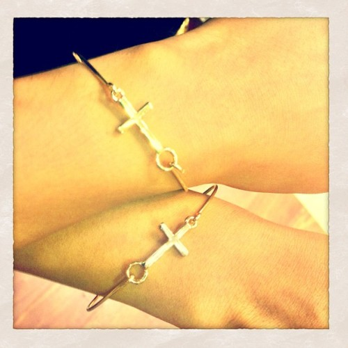 Matching gold bracelets! Thanks to my dear friend @kimberlulay for the gift! Love you! ♥- @lovelianev-