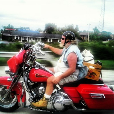 Only in Missouri. #yolo #chihuahua #motercycle #santa #beard (Taken with Instagram)