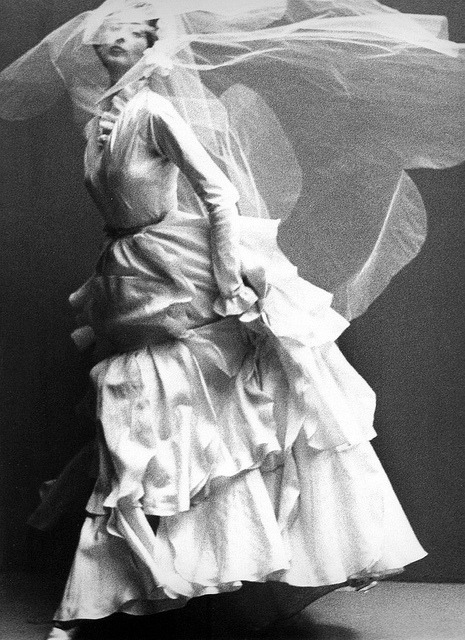 (via Dorian Leigh in wedding dress by Molyneux, photo by Richard Avedon, Paris, Harper's Bazaar, Oct. 1949 | Flickr - Photo Sharing!)
