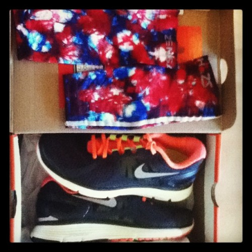 Happy Birthday ME #new #trainers #blackpinkYELLOW #nike #legsleeves #RedWhiteBlue #roadrunner (Taken with Instagram)