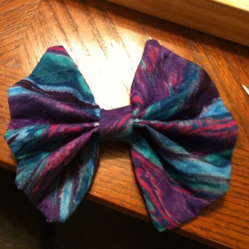 Made another bow! :D this one is smaller than the other and it's $5