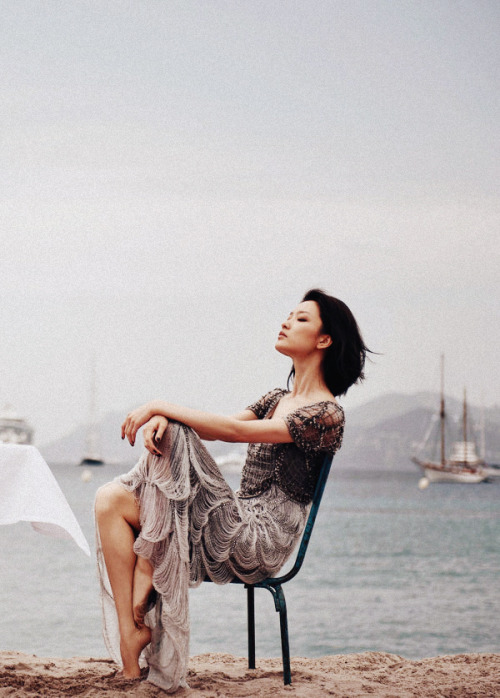 everlytrue:  [Du Juan by Chai Lizeng for Harper's Bazaar China]