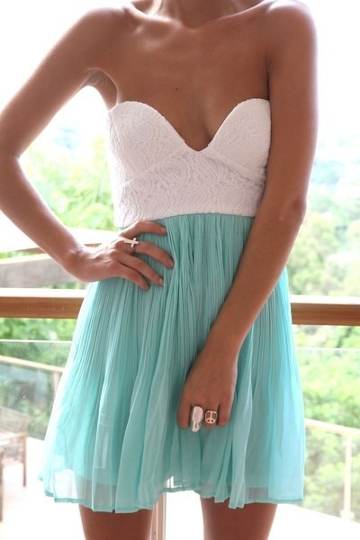 I realllyy want this dress!!!!!! <3