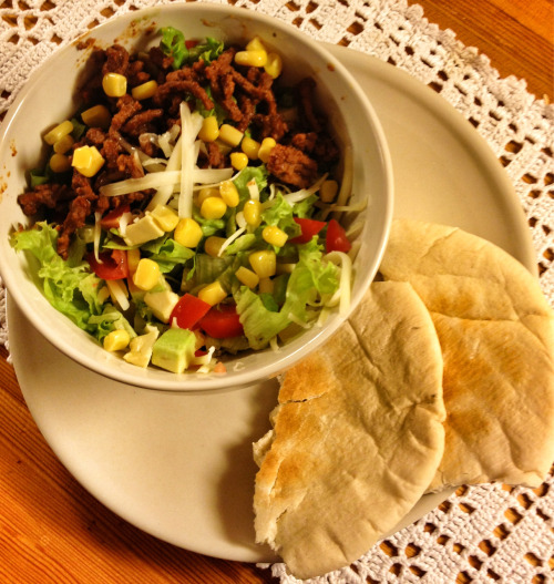 Todays dinner, taco salad and pitabread. Minced meat, lollo and iceberg salad, cheese, corn, yellow paprika, cucmber, cherry tomatoes and avocado.  470kcal.  I was sooo hungry, I destroyed that shit! Yum.