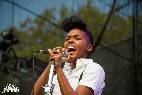 secondsminuteshours:  So proud of Philadelphia today. Janelle Monae at the Made in America Festival. Photo by theawesomefarm.