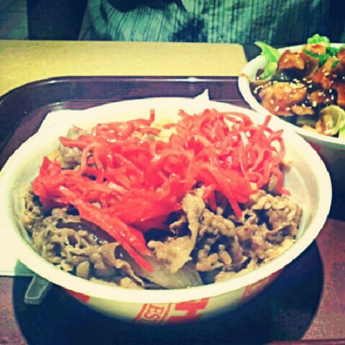 dinner with the bro !i always order the beef bowl & add tons of ginger- soo good !cravings fulfilled !!:] #dinner #yoshinoya #beefbowl #chickenteriyakibowl #satisfiedcravings #delicious #yummy  (Taken with Instagram at Yoshinoya)