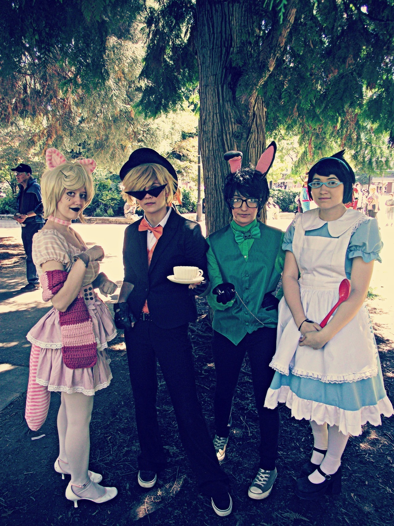 lumanous:  Kumoricon 2012 Jake is me Jane is Sam Dirk is canwemakeout Roxy is sofaloaff Photo taken by fuzzykyo