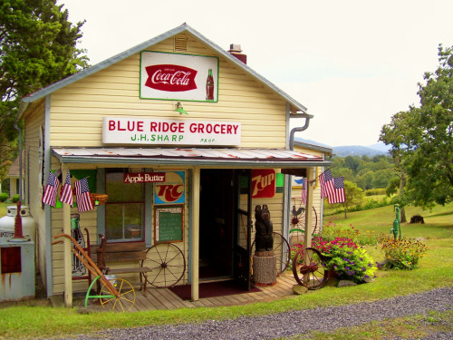 kohoso: Blue Ridge Grocery - On U.S. Route 522 between Front Royal and Flint Hill, Virginia USA - September 6, 2009 Credit: lewsviews (Lewis Cressell) on Flickr via the Fading America group pool.