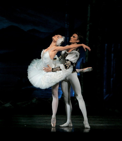 Dmitri Akulinin and Irina Kolesnikova in Swan Lake. Photo (c) Konstantin Tachkin.