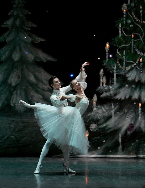 Dmitri Akulinin and Irina Kolesnikova in The Nutcracker. Photo (c) Konstantin Tachkin.