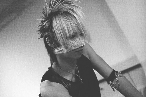 ✖ 47/50 pictures of Reita [ black & white ]