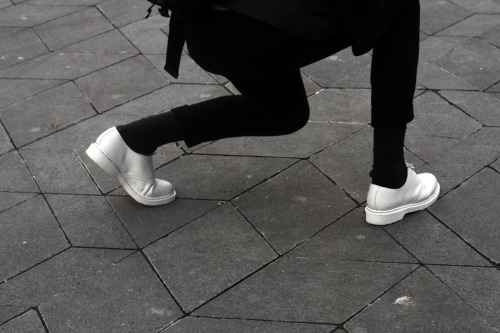 ellie-neko:  jvmie: want them shoes