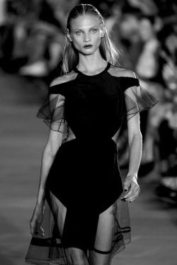 chanels-dark-side:  m-a-g-n-e-t-i-c-e-y-e-s:  Anna Selezneva at Prabal Gurung SS 12  q'd