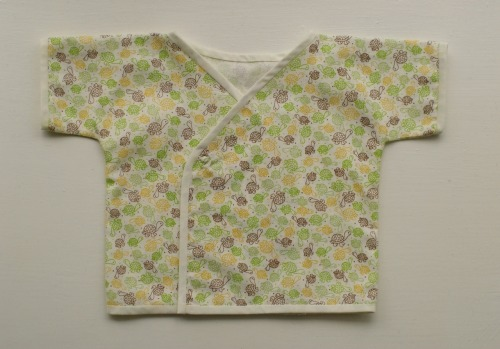 baby kimono top: pattern: free pattern from the purl bee, fabric: printed cotton (quilting), notions: bias binding, snap fastener