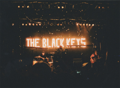 perfectmadness:  The Black Keys (by Nada Hayek)