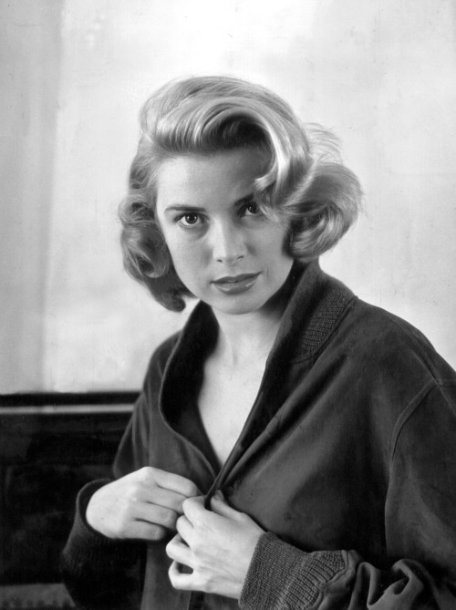 Grace Kelly for Dial M for Murder (1954).  Oh, Margot, you two-timing hussy Presumably Mrs Wendice is getting ready to leave Mark Halliday's apartment.