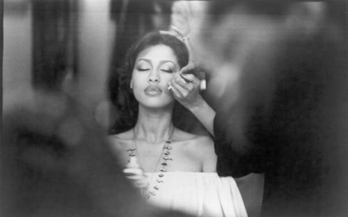 Phyllis Hyman getting her makeup done, mid 1970s. Photo by Michael Ochs Archives/Getty Images.