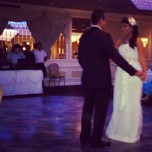 Newlyweds. #sister #wedding #bride #groom #firstdance #juke (Taken with Instagram)