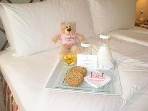 The Beverly Hills Hotel…A fabulous sweet treat specially prepared for our Jr. VIPS at the Pink Palace!