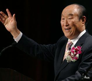"breakingnews:  Unification Church founder dead at 92 AP: Rev. Sun Myung Moon, a self-proclaimed messiah and the founder of the Unification Church has died in South Korea at the age of 92. Rev. Moon died at a church-owned hospital near his home in Gapyeong. He was hospitalized with pneumonia last month.  ""The patriarch and founder of the controversial Unification Church gained fame in the 1970s and 1980s for pairing up and marrying off thousands of followers at elaborate mass weddings. Critics accused the church of demanding cult-like devotion from its followers."" Photo: Rev. Sun Myung Moon speaks at a rally in New York in this file photo from June 2005. (Photo via AP)"