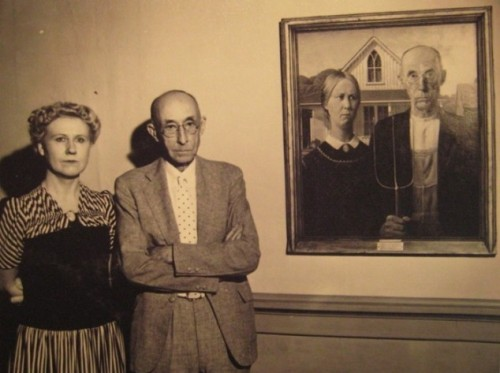 "explore-blog:  The real-life models used in ""American Gothic"" standing by the iconic painting"