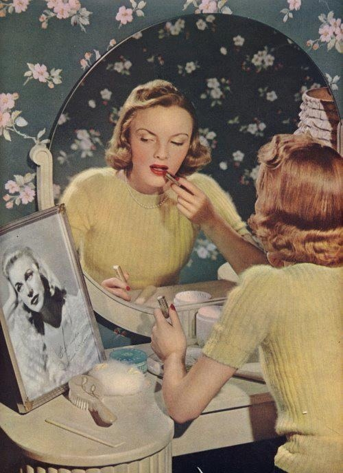 queensofvintage:  1940s dressing table scene