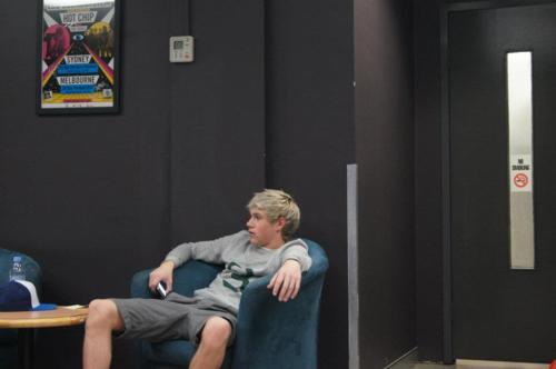 iwillalwaysloveniallhoran:  niallerismagick:  He makes sitting attractive.  he makes everything attractive.