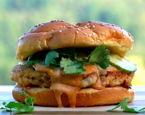 wehavethemunchies:  Salmon Burgers with Spicy Hoisen Mayo