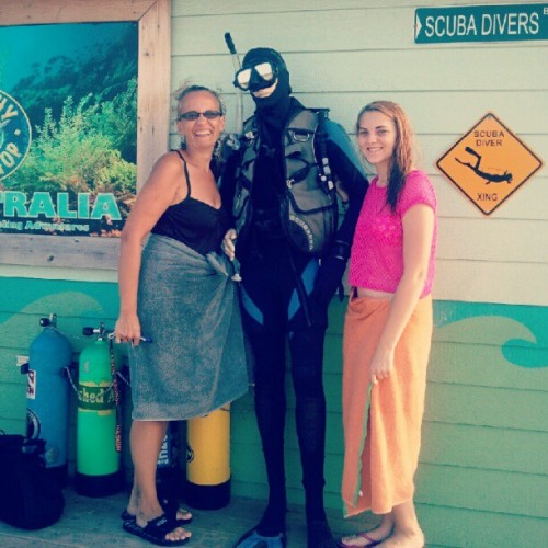 My friend scuba diver Sam, my aunt Janet, & I (: #ragingwaves #waterpark #familytime #scubadiver (Taken with Instagram)