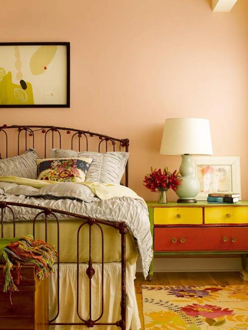 Reds & Oranges: Pretty in Peach Gravitate toward hues that are hard to put a name on — peach-pinks or orangey corals. These hybrid colors are always more interesting and give the color more depth and softness.
