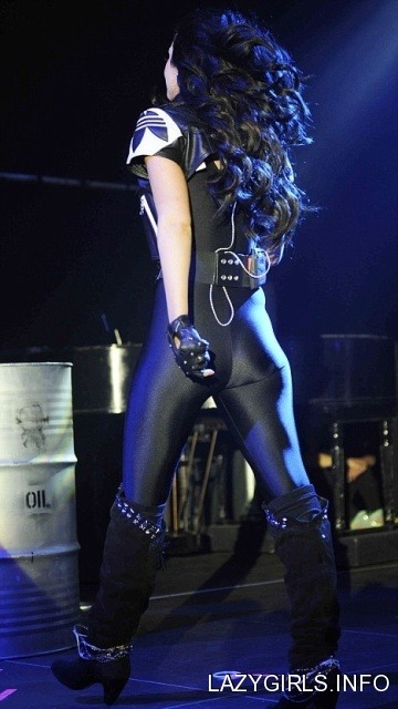 Tulisa Contostavlos Performing Dubz Doncaster April via lazygirls.info