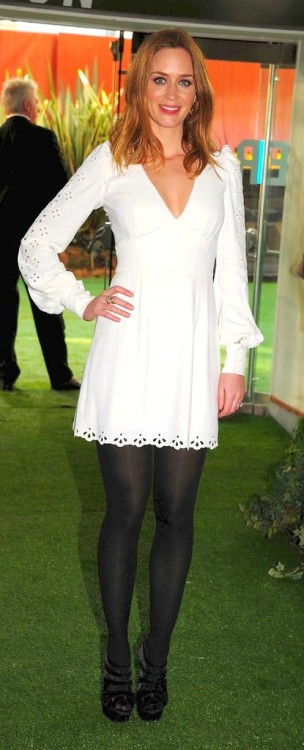 celebhosierydaily:  Emily Blunt in a white dress and black tights.